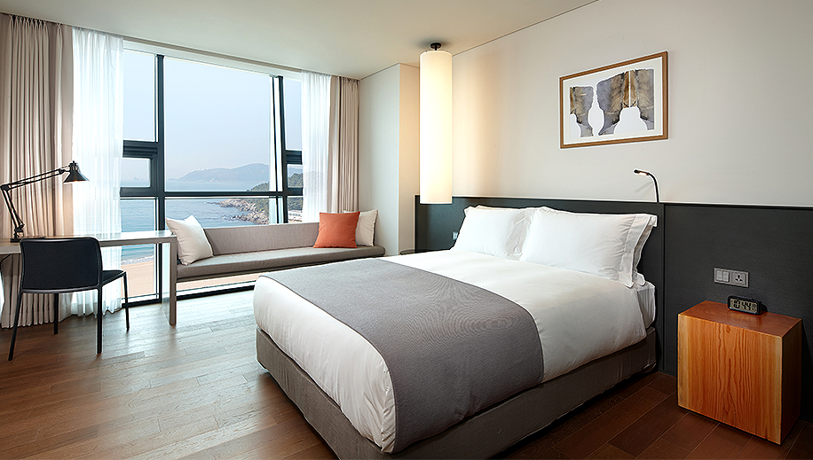 <br>Deluxe Room<br><p>Deluxe Room View</p>